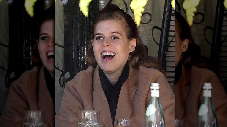 Prinsesse Beatrice smilte med åpen munn i mai 2021