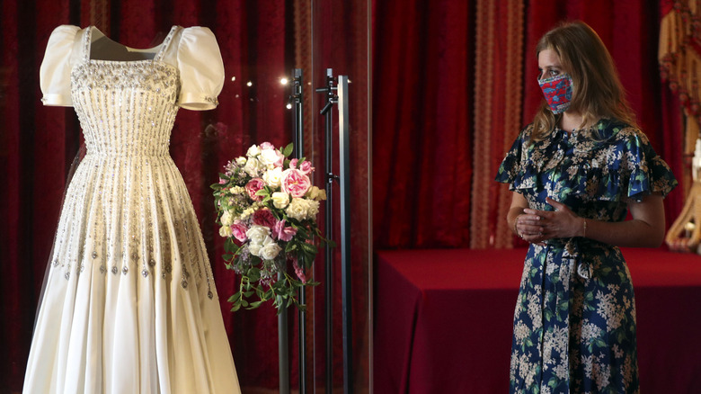 Prinsesse Beatrice poserer etter brudekjole