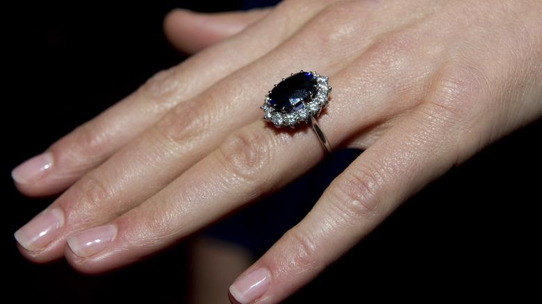 Kate Middleton iført prinsesse Dianas forlovelsesring