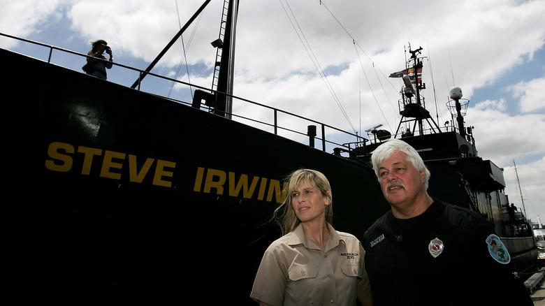 Paul Watson og Terri Irwin med Steve Irwin skip