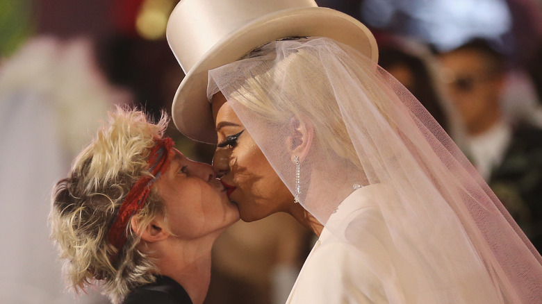 Nats Getty og Gigi Nydelig kyssing