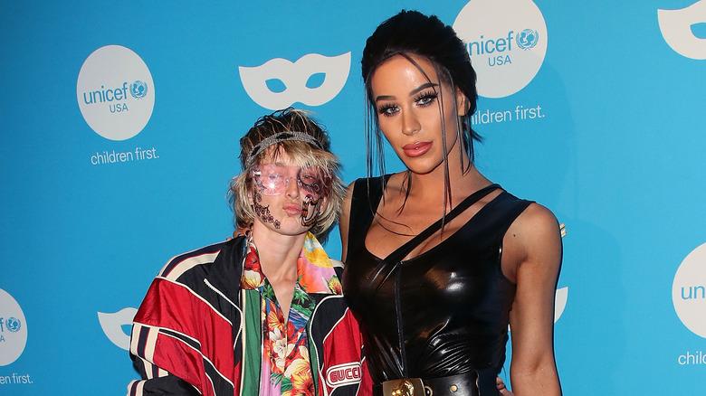 Nats Getty og Gigi Gorgeous begge poserer for kameraer