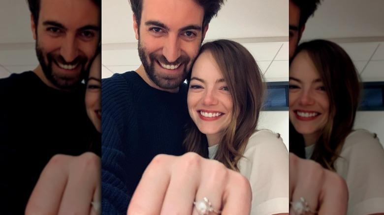 Emma Stone viser frem forlovelsesring med Dave McCary