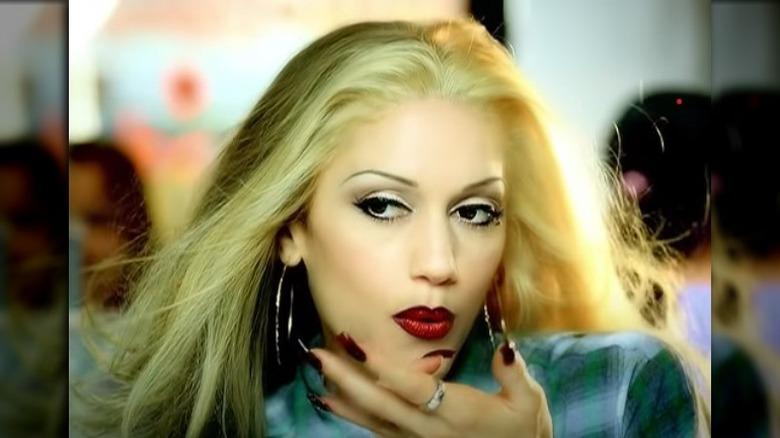 "Gwen Stefani i musikkvideo for ""Luxurious"""