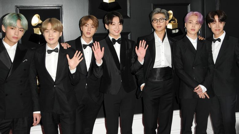 BTS poserer på Grammys røde løper i 2019