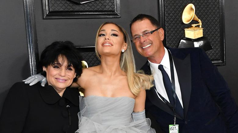 Ariana Grande med foreldrene sine på Grammys