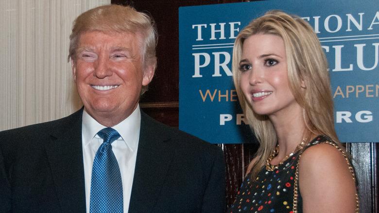Donald og Ivanka Trump smiler