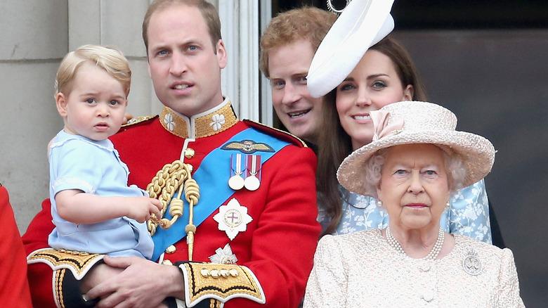 Prins George, prins William, Kate Middleton, dronning Elizabeth på Buckingham Palace-balkongen