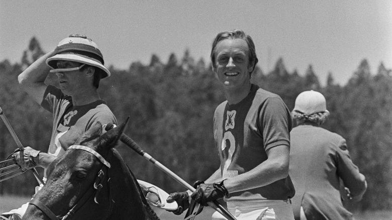 Andrew Parker Bowles på en hest.