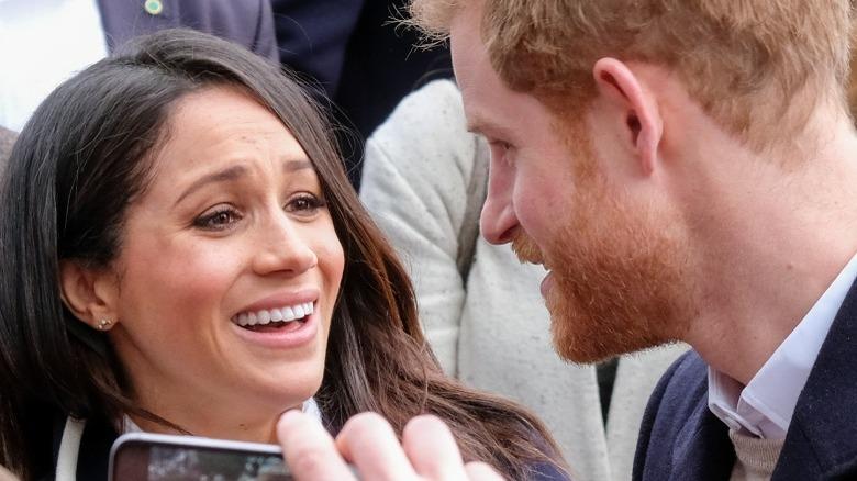Meghan Markle og prins Harry smilte i 2018
