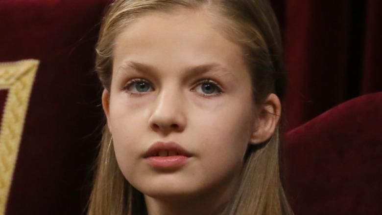 Prinsesse Leonor ser i det fjerne 2018