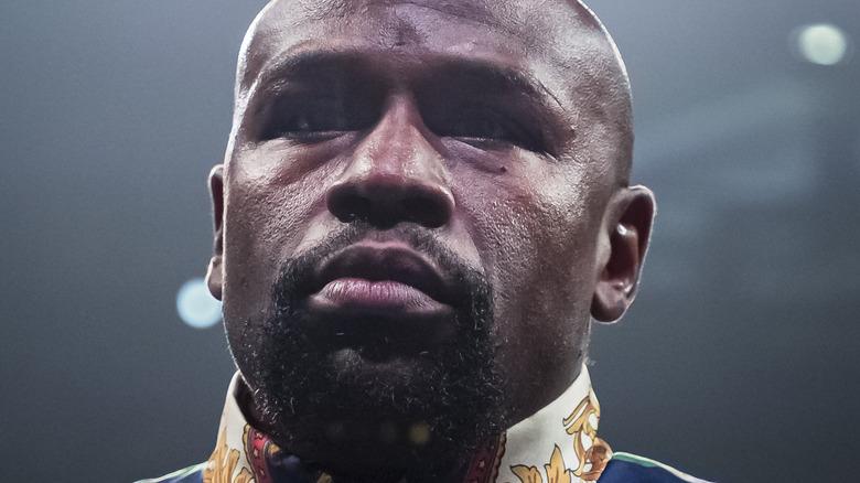 Floyd Mayweather står i ringen