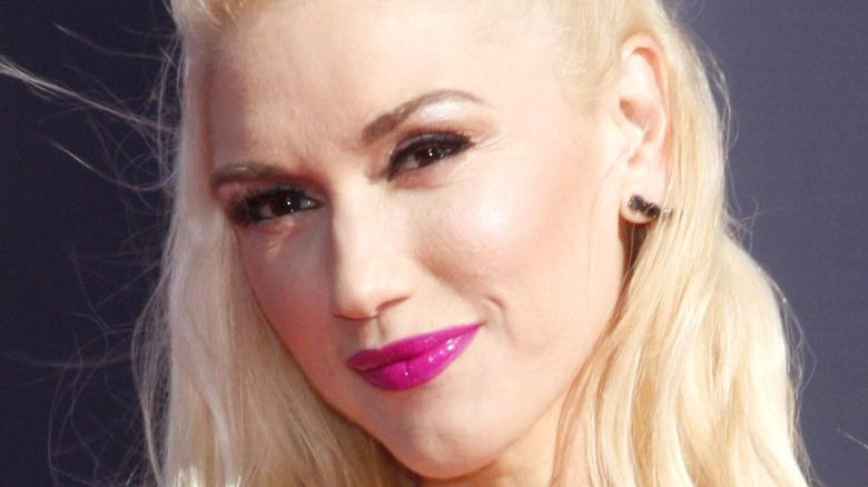 Gwen Stefani stirrer foran