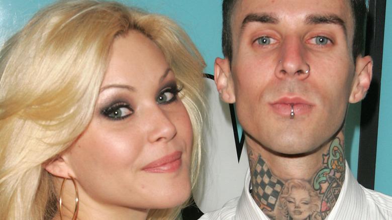 Shanna Moakler og Travis Barker spiller på MTVs Total Request Live