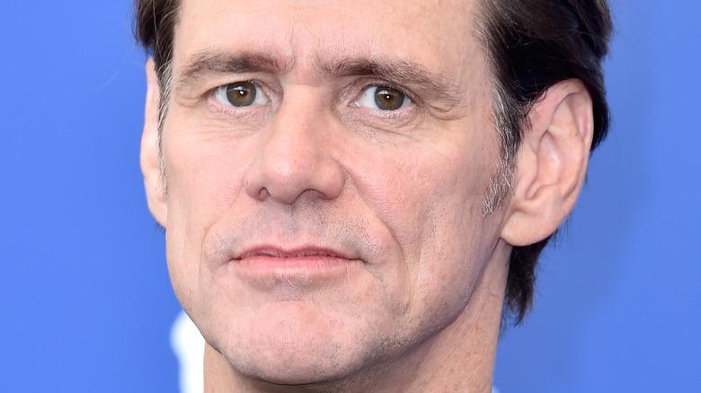 Jim Carrey med et seriøst uttrykk
