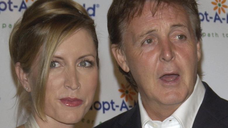 Heather Mills og Paul McCartney på en rød løper