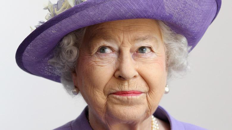 Dronning Elizabeth II på tronen