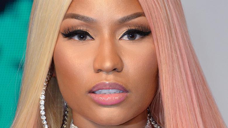 Nicki Minaj poserer