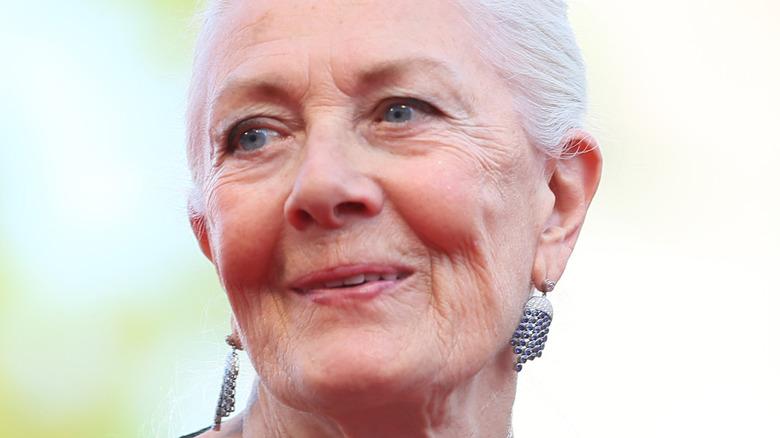Vanessa Redgrave ser på det fjerne på filmfestivalen i Venezia
