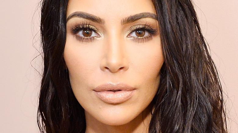 Kim Kardashian poserer