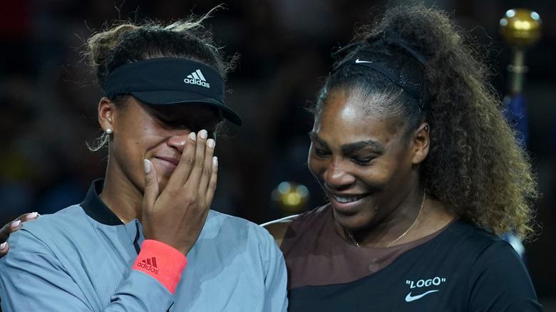 Naomi Osaka og Serena Williams etter tennisfinalen