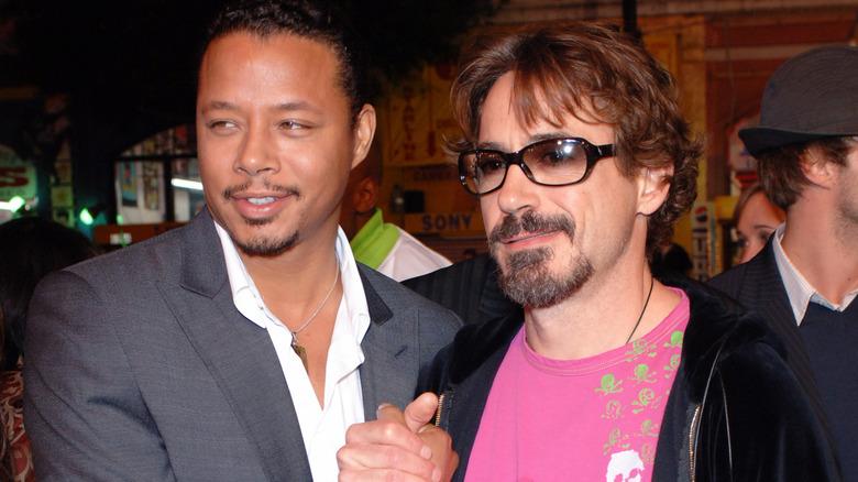 Terrence Howard og Robert Downey Jr smiler