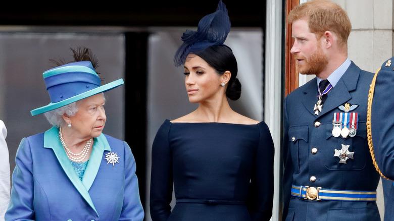 Dronning Elizabeth med Harry og Meghan
