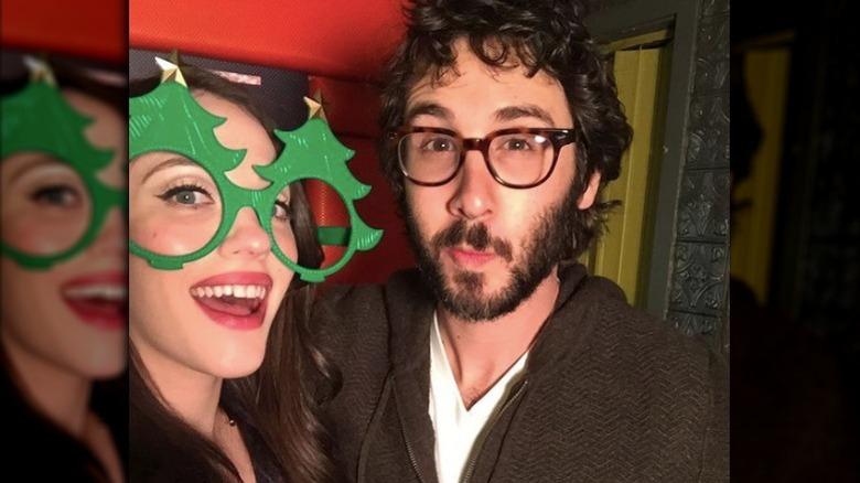 Kat Dennings Josh Groban poserer for selfie