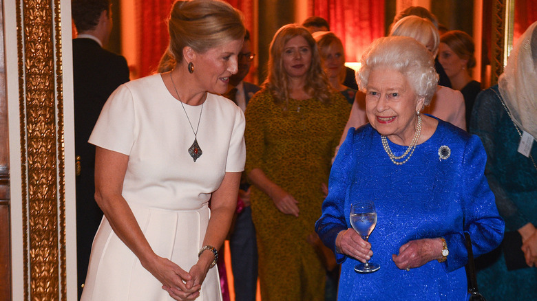 Dronning Elizabeth II og Sophie, grevinne av Wessex deltar i en mottakelse 2019