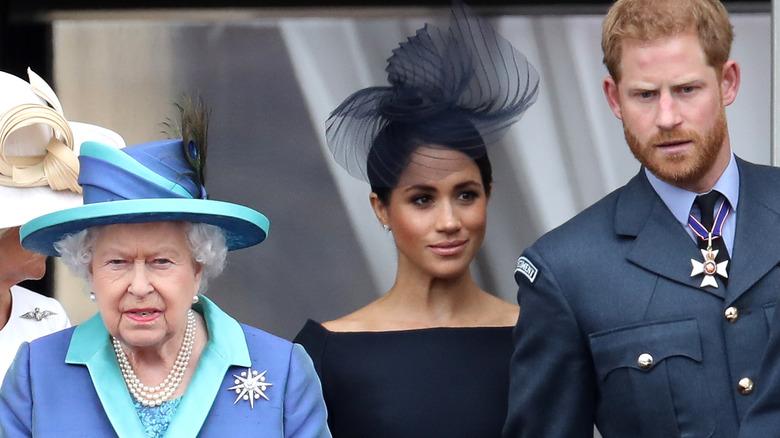 Dronning Elizabeth med Meghan Markle og prins Harry