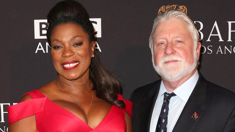 Lorraine Toussaint og Michael Tomlinson, begge smilende