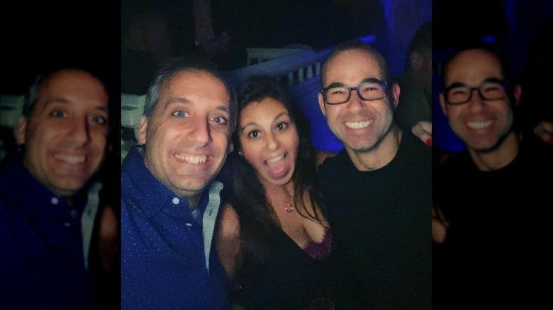 Joe Gatto, Bessy Gatto og James Murray smiler for en selfie