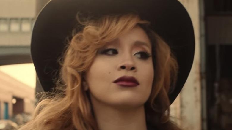Jillian Hervey iført hatt