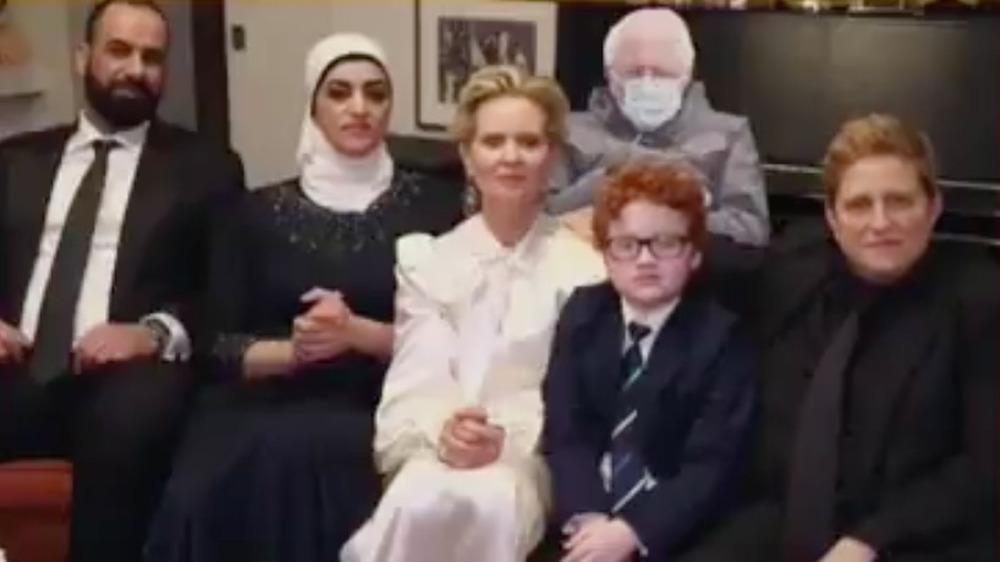 Cynthia Nixon med gjester og Bernie Sanders under Golden Globes