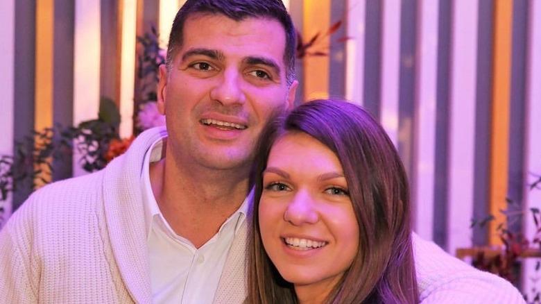 Toni Iuruc og Simona Halep klemmer