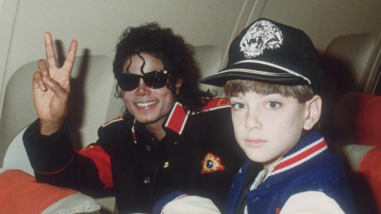 Michael Jackson og James Safechuck på et privat fly