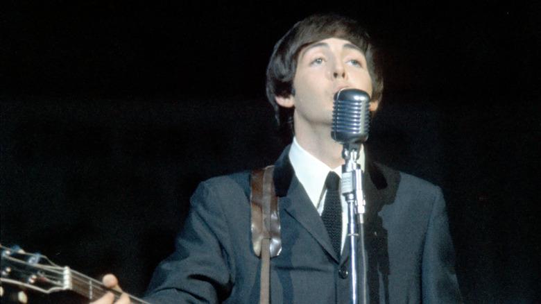 Paul McCartney opptrer
