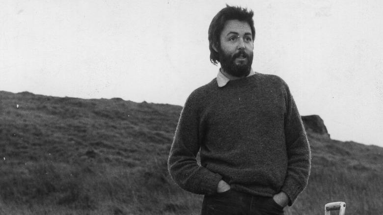 Paul McCartney på gården sin, stående