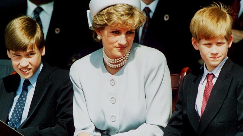 Ung prins William og prins Harry med prinsesse Diana