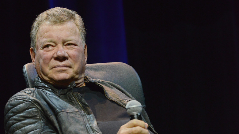 William Shatner med mikrofon