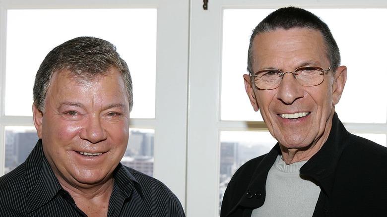 William Shatner og Leonard Nimoy smiler