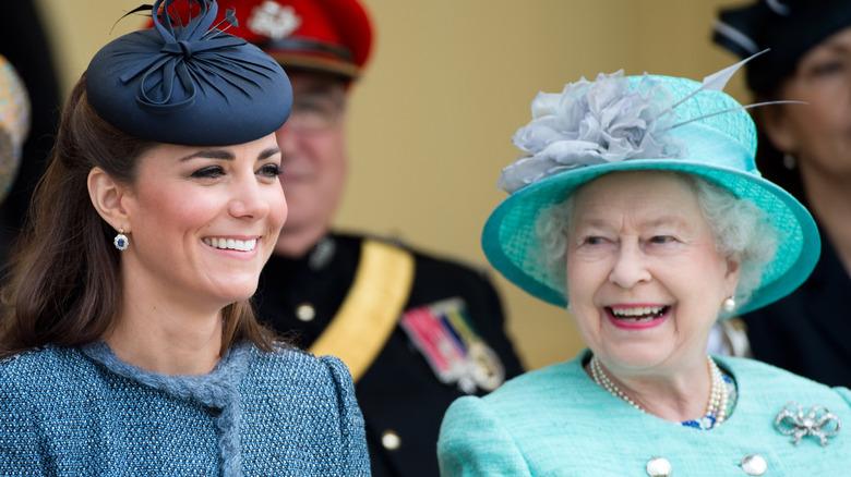 Dronning Elizabeth og Kate Middleton på arrangementet
