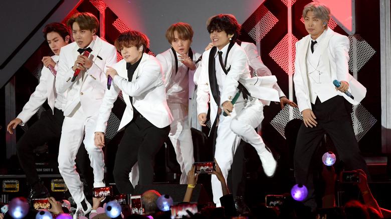 BTS opptrer på iHeartRadio Jingle Ball