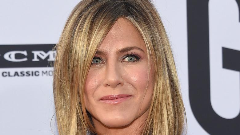 Jennifer Aniston gliser