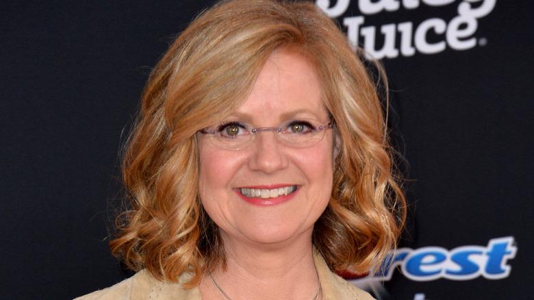 Bonnie Hunt smilende briller