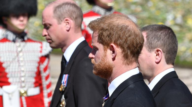 William og Harry ved begravelsen til prins Philip