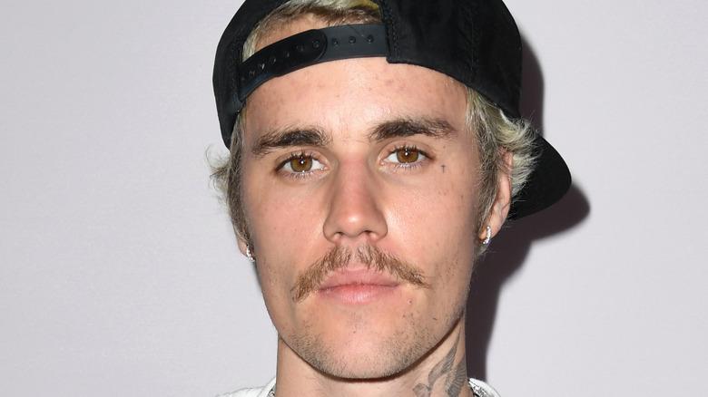 Justin Bieber iført hatt