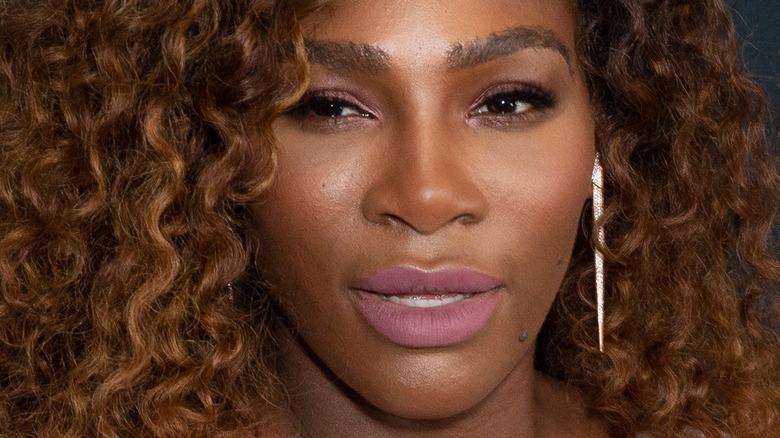 Serena Williams spiller tennis