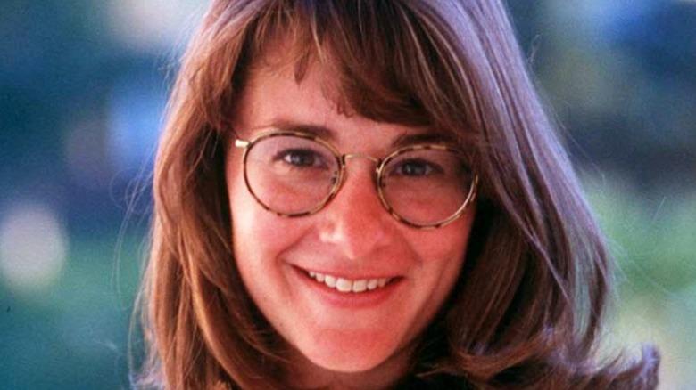 En ung Melinda Gates smiler