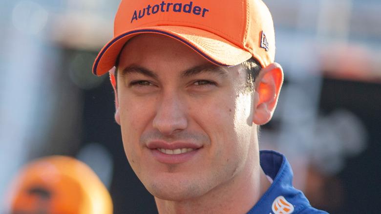 Joey Logano på racerbanen